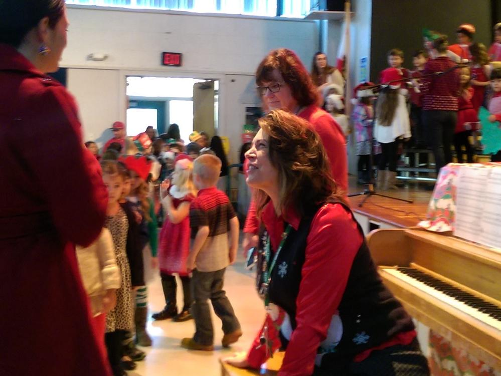 Ms. Sahlman leads the Transitional Kindergarten students in a performance at  the 2015 Kindergarten Holiday Concert.